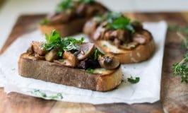 Roasted Mushroom Crostini with Wine and Herbs #Giveaway