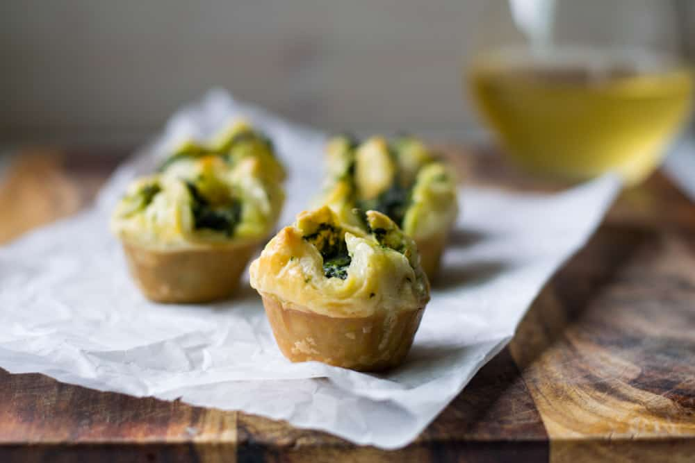 Spinach-Asparagus Mini Puff Pastry Bites | The Little ...
